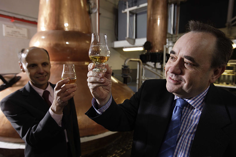 800px-First_Minister_opens_distillery01